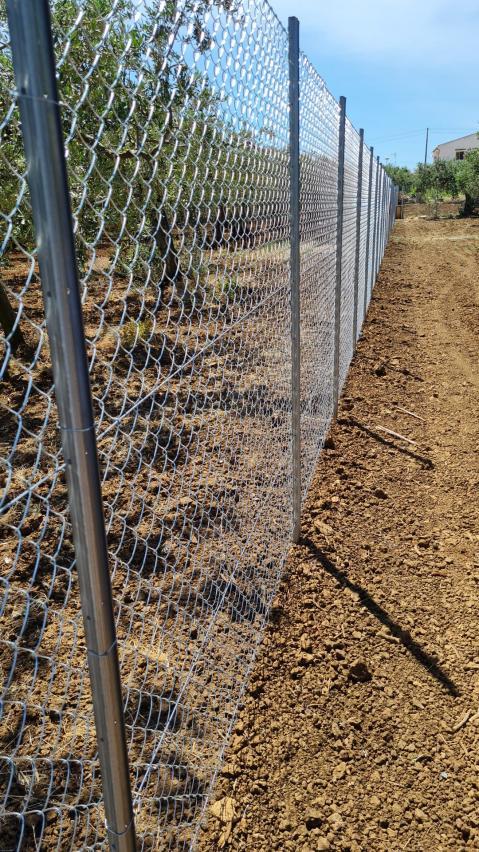 Recinzione Terreno agricolo con pali zincati ORMA (protezione e sicurezza)